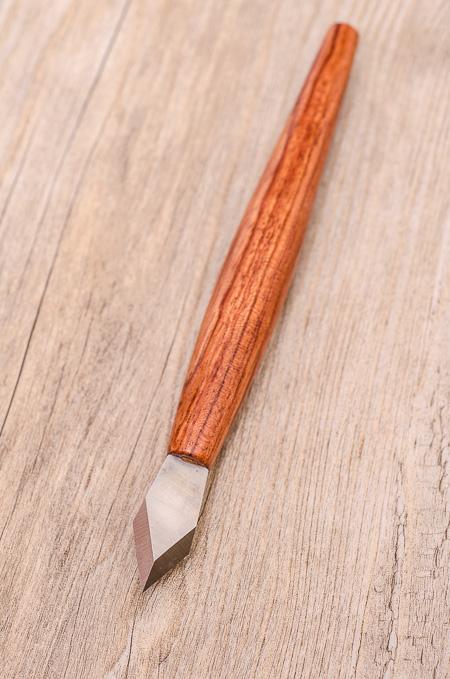 Messer mit Pfeilspitze
