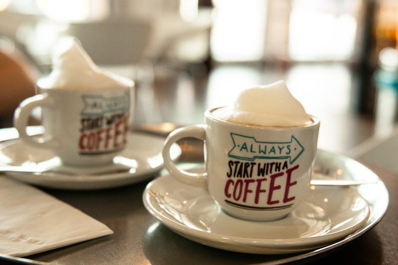Cappuccino am Stuttgarter Flughafen